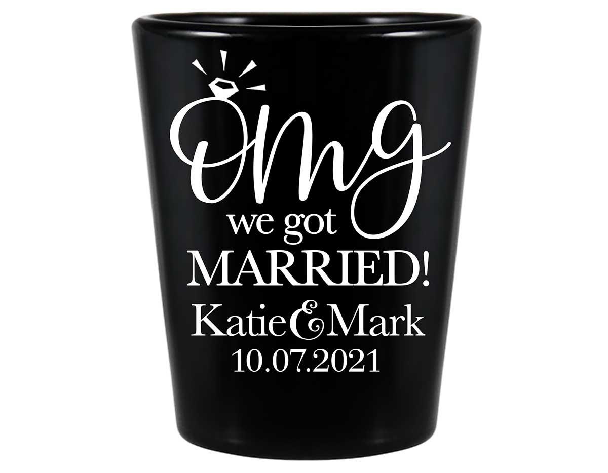 OMG We Got Married 1A Standard 1.5oz Black Shot Glasses Cute Wedding Gifts for Guests